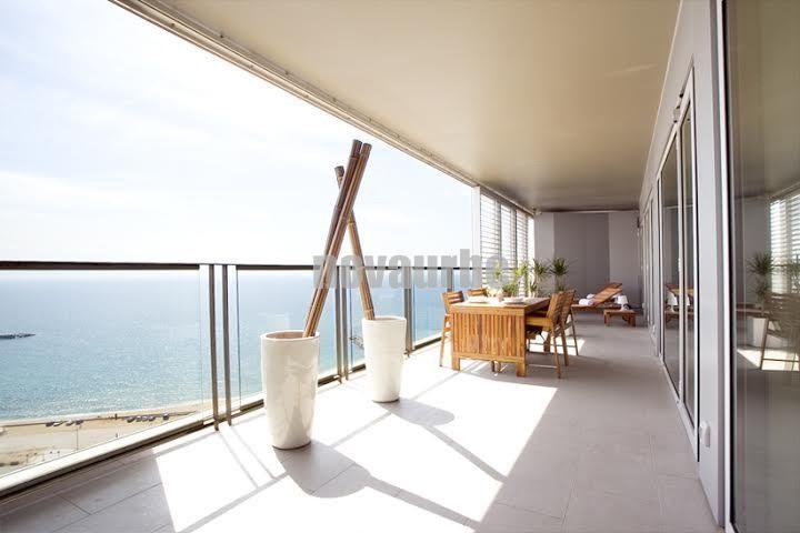 Maravilloso pis en lloguer a illa de la llum diagonal mar for Oficina habitatge eixample